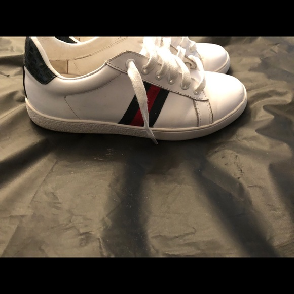 c132377d9d02 Gucci Shoes - Women s white classic Gucci sneakers